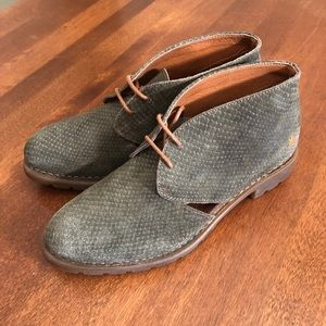THE ART COMPANY | Green suede desert booties